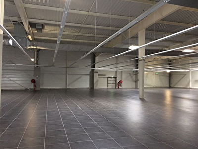 Local commercial - Angoulins - 2300 m2