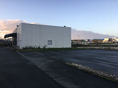 Local commercial Saintes 351 m2